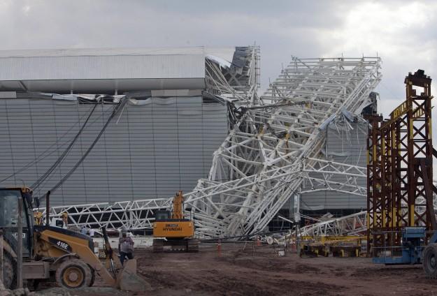 Brezilya'da stadyum inşaatı çöktü