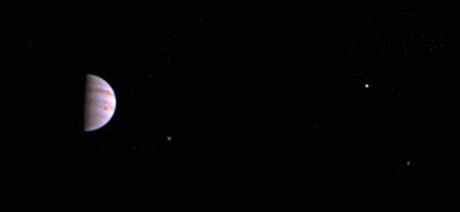 Juno'dan ilk fotoğraf geldi