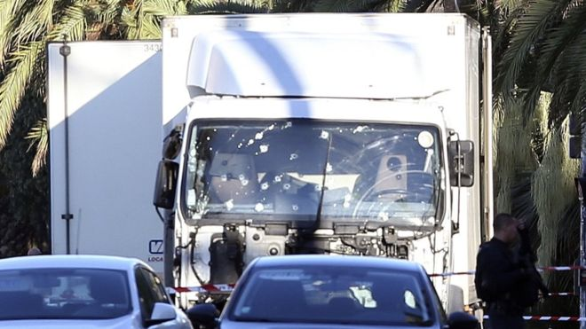 Hollande: Nice saldırısı sonrası Fransa'da olağanüstü hal 3 ay uzatılacak