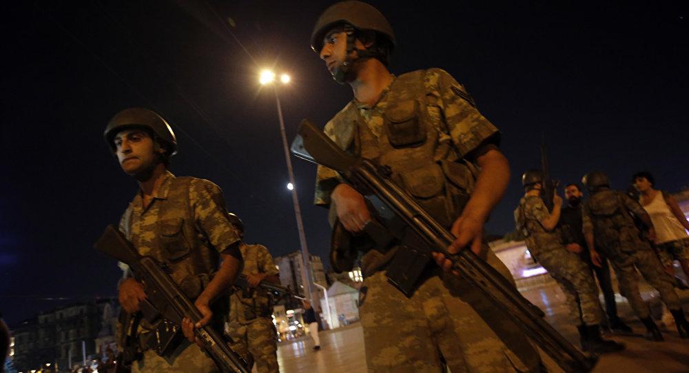 Türkiye'de darbe girişimi'Dağlarda ve şehirlerde silahlı askerler var, aranıyorlar'