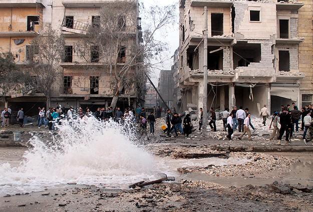 """Halep'te """"Varil bombalı"""" saldırı: 12 ölü"""