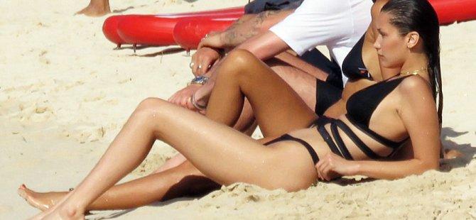 Bella Hadid bikinisiyle dikkat çekti