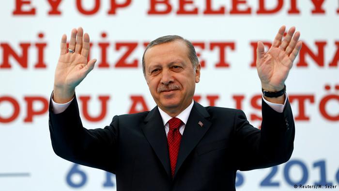 Erdoğan Topçu Kışlası'nda ısrarcı