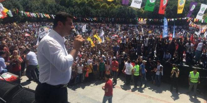 "Demirtaş: ""Darbeye de karşıyız, diktaya da"""