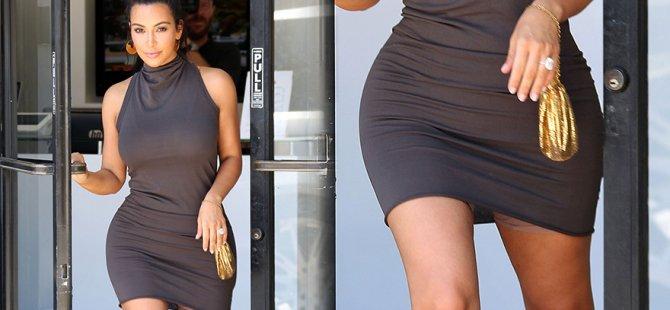 Kim Kardashian korsesini gizleyemedi