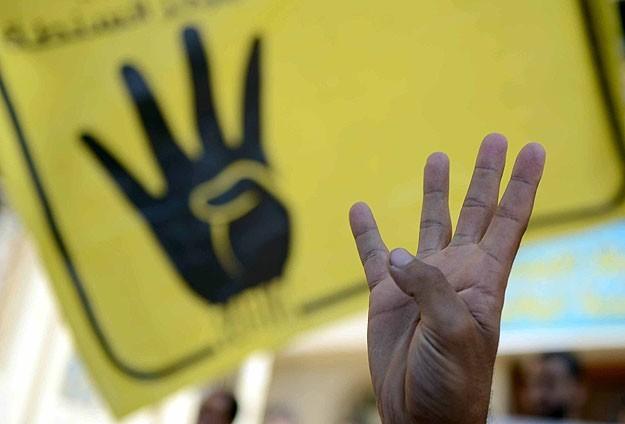 Çantasının üzerinde Rabia işareti bulunan öğrenci gözaltında