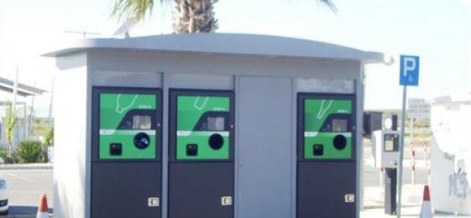 Larnaka'ya otomatik geri dönüşüm makinesi yerleştirildi