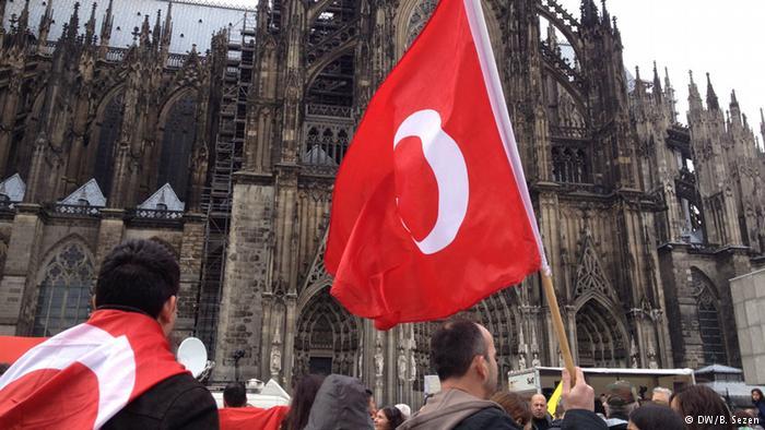 Almanya'da darbe karşıtı miting tartışması