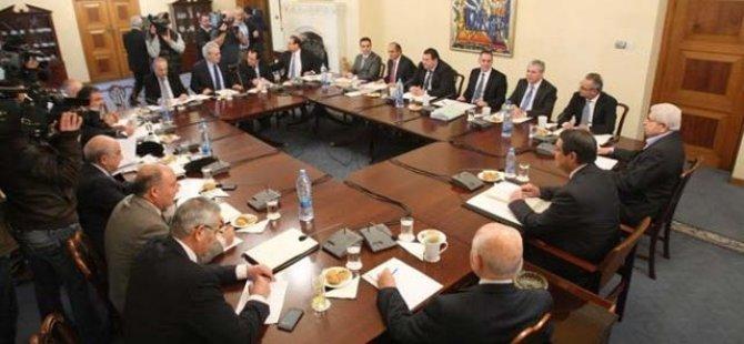 Rum siyasi partilerden bazılarından garantilerle ilgili açıklamalar