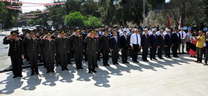 Şehitler Anıtı'nda tören düzenlendi