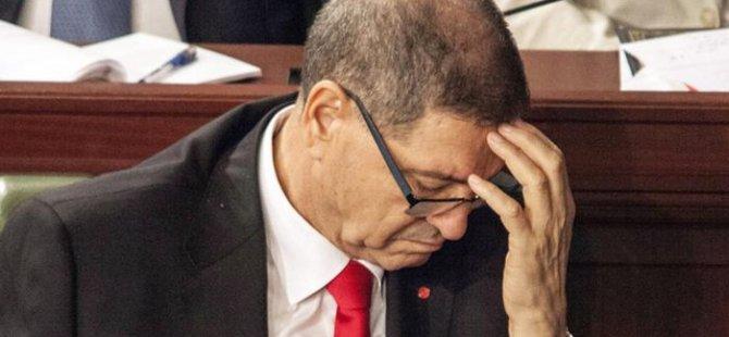 Tunus'ta hükümet güvenoyu alamadı!