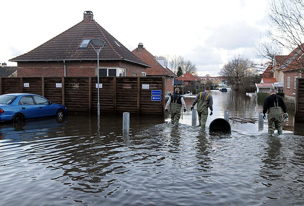 Danimarka'da bazı kentler sular altında kaldı