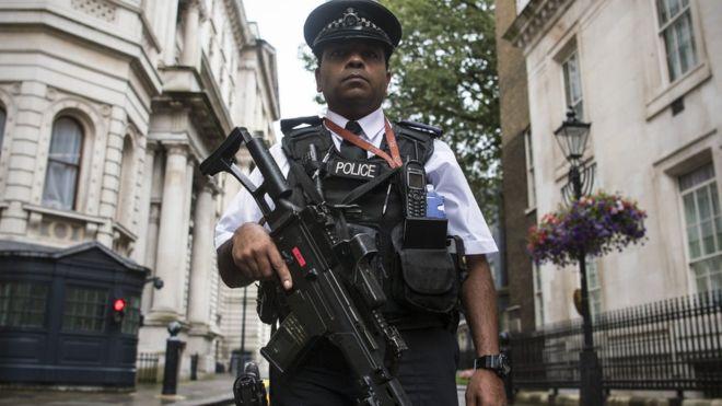 Londra'da silahlı polis sayısı artırılıyor
