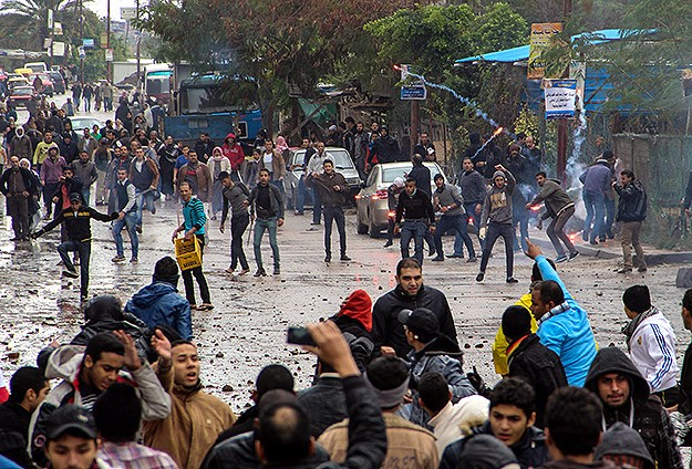Darbe karşıtları olumsuz hava şartlarına rağmen sokaklarda