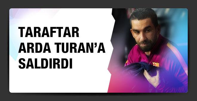 Barcelona taraftarı Arda Turan'a saldırdı