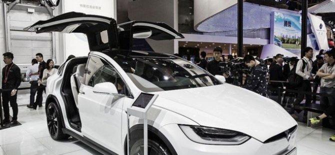Tesla otomobil akciğer embolisi geçiren sürücüsünü hastaneye götürdü