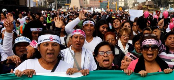 Peru'da kadına şiddete dev protesto