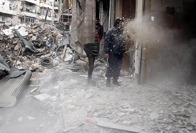Esed rejimi karadan ve havadan saldırdı: 108 ölü