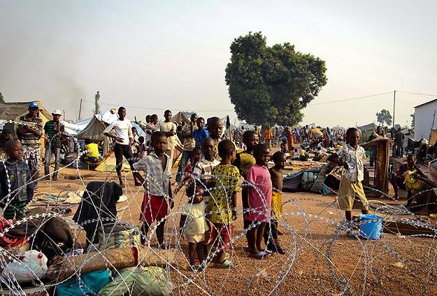 Hristiyan gruplar Müslüman mahallelerinde korku salıyor