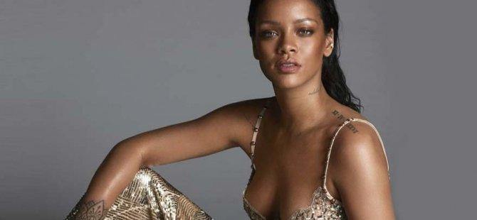 Rihanna'dan büyük poz!