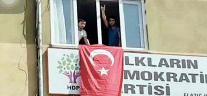 Bombalı saldırı sonrası HDP'ye giren grup Türk bayrağı astı