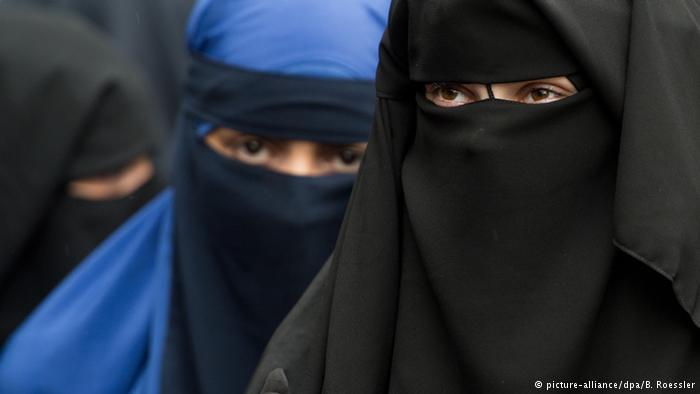 Berlin burkaya yasağı tartışıyor