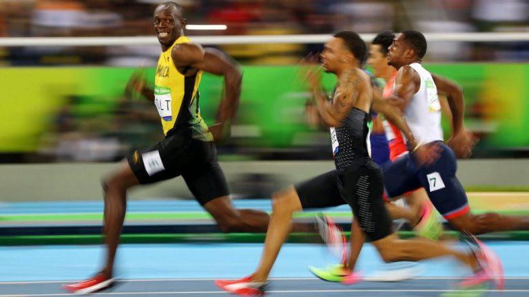 Bolt 200 metrede de birinci