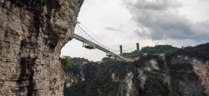 Dünyanın en yüksek cam köprüsü açıldı