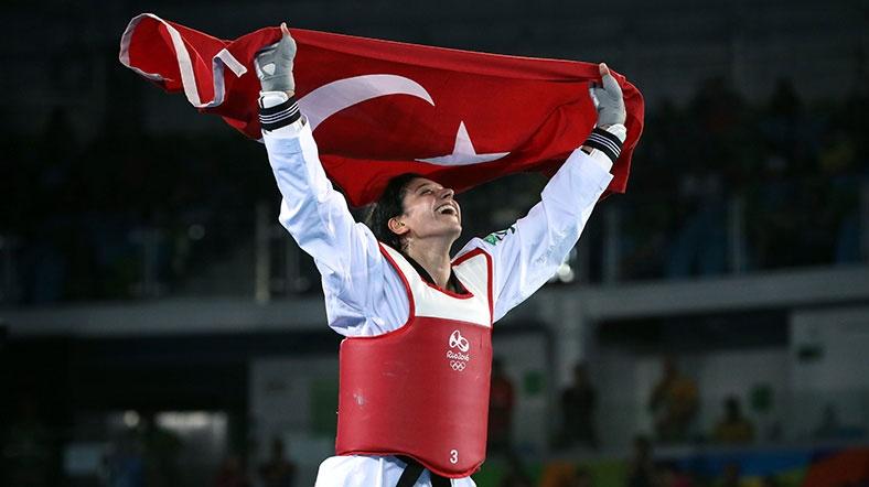 Türk kadınının gururu Nur Tatar