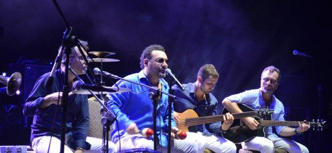 Türkiye'nin sevilen sanatçılarından Yaşar konser verdi