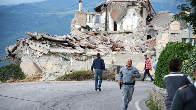İtalya'da deprem: Ölü sayısı 240'ı aştı