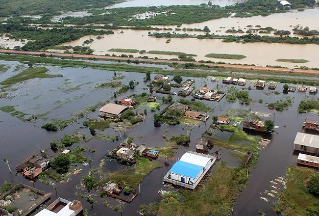 Brezilya'da sel: 44 ölü 65 bin evsiz