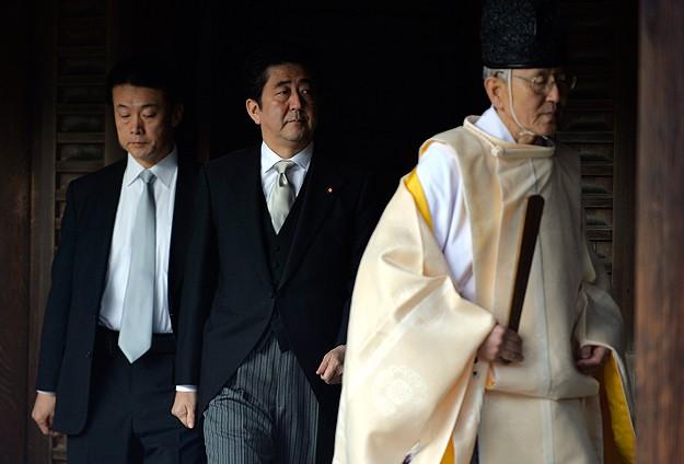 Çin'de Abe'ye tepki büyüyor