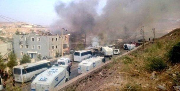 Cizre'de bombalı araçla saldırı: 8 polis yaşamını yitirdi