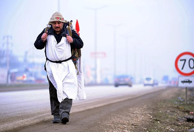 Başbakan Erdoğan'a destek için yürüyor