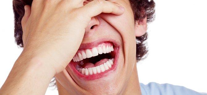 Nedensiz gülüşlerde ölüm riski