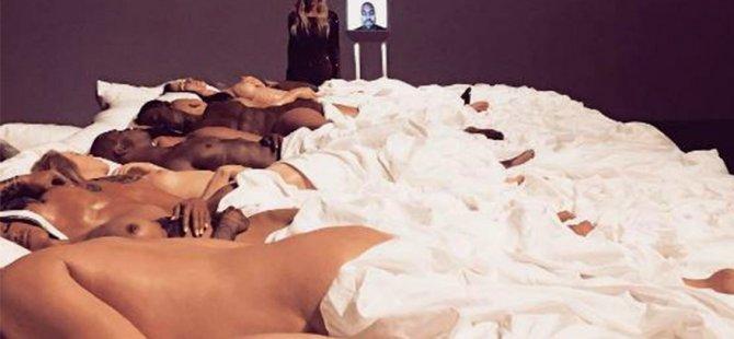 Kim Kardashian, Kanye West'in sanat galerisi ziyaret etti
