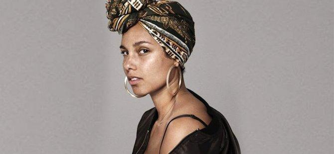 Alicia Keys, ödül törenine makyajsız katılınca eleştiri aldı