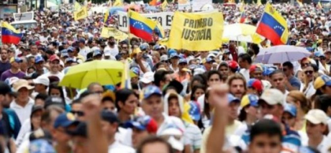 Venezuela'da sağcı muhalefet sokağa çıktı