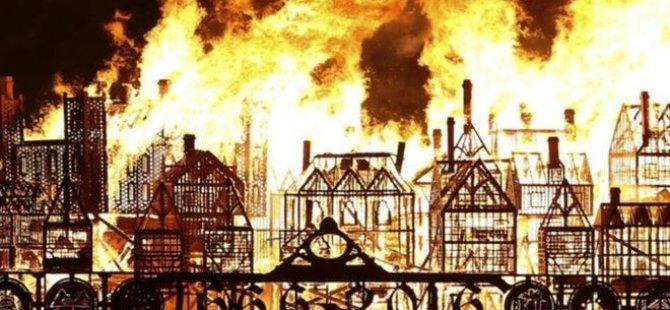 'Büyük Londra Yangını' anması için dev Londra maketi ateşe verildi