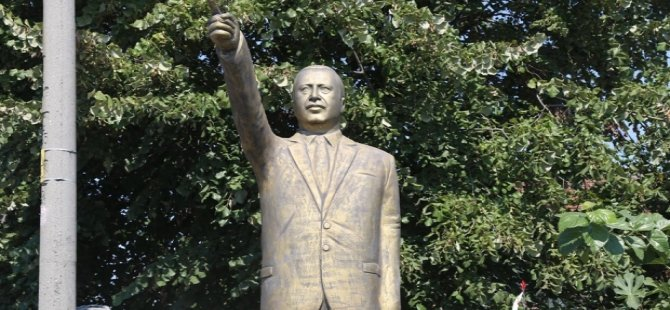 Cumhurbaşkanı Erdoğan'ın 4 metrelik heykeli ortada kaldı