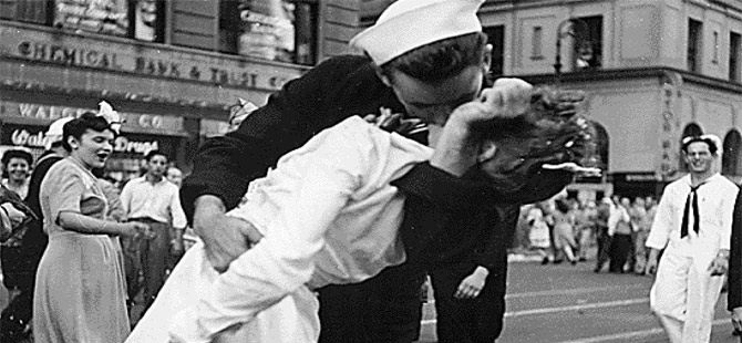 İkinci Dünya Savaşı'nın sembolü 'öpüşme fotoğrafı'ndaki hemşire öldü