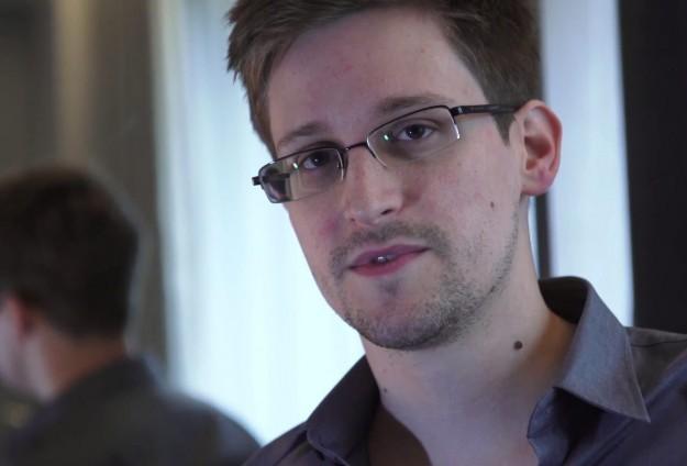 AP Snowden'i dinleyecek