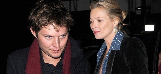 Kate Moss, sevgilisini dövdü!