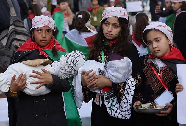 """Gazze'de """"İnsanlık mezarlığı"""" protestosu"""
