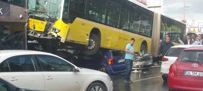 İstanbul'da metrobüs dehşeti
