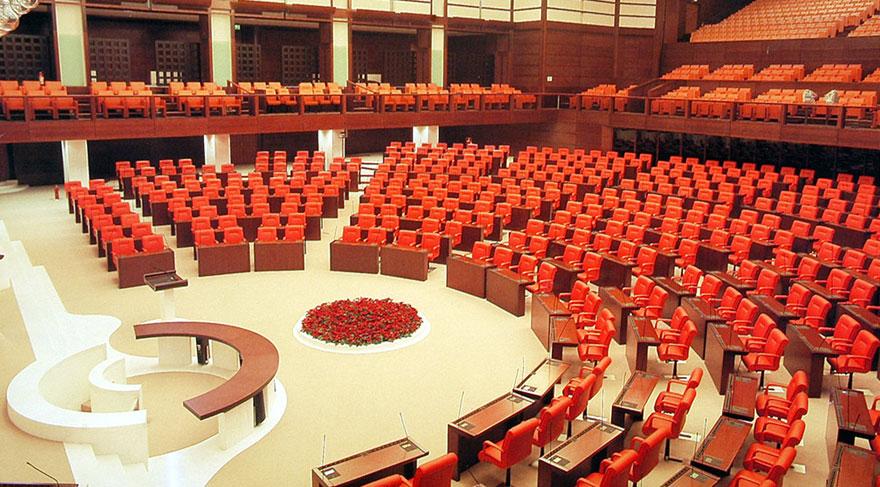 Milletvekillerinin görev süresi bir yıl uzuyor