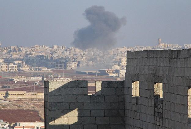 Esed birliklerinden Halep'e hava saldırısı
