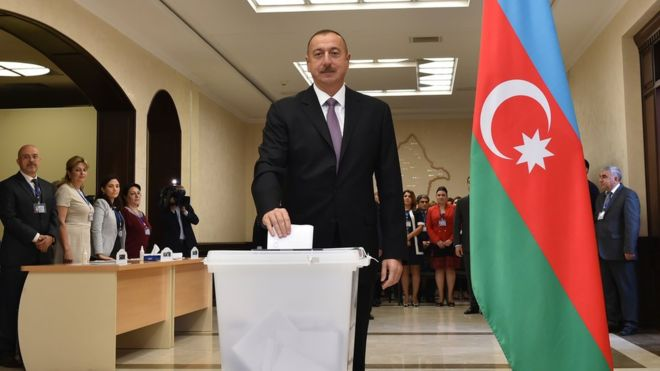 """Azerbaycan anayasa değişikliğine """"evet"""""""
