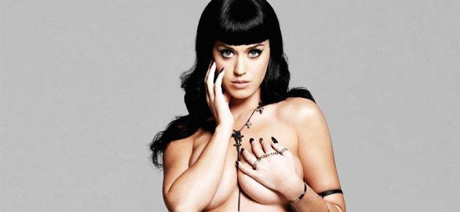 Katy Perry, Hillary Clinton'a destek için soyundu!